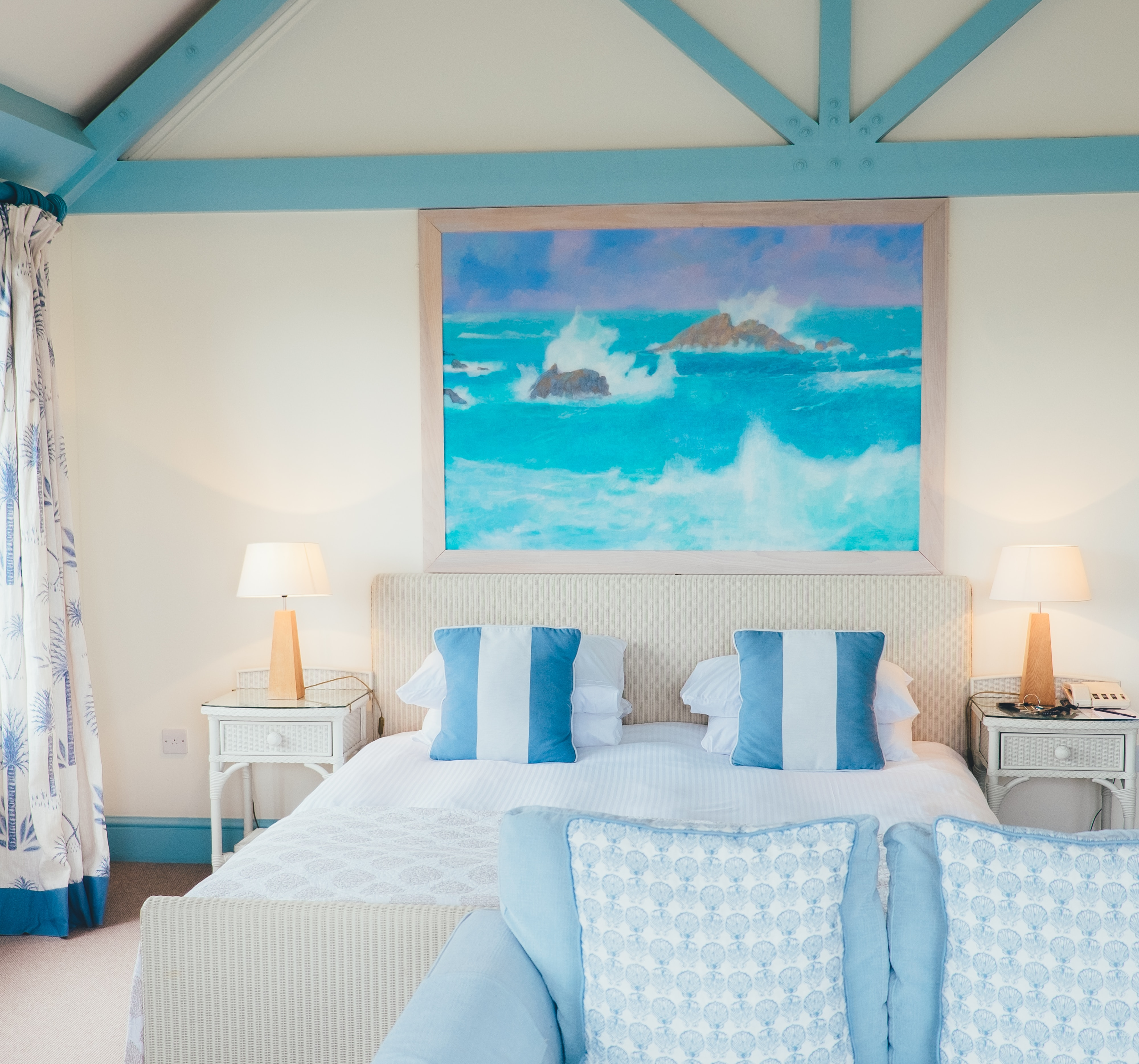 How To Get That Beach-House Look (Minus the Kitsch)